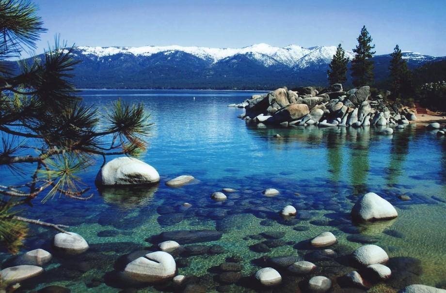 źr: http://americandrivingvacations.com/destinations/lake-tahoe-ca/